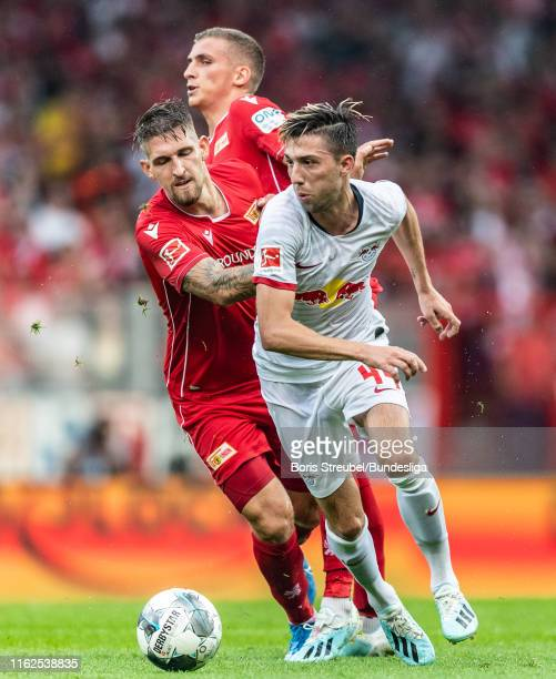 Kevin Kampl of RB Leipzig in action with Grischa Proemel and Robert Andrich of 1FC Union Berlin during the Bundesliga match between 1 FC Union Berlin...