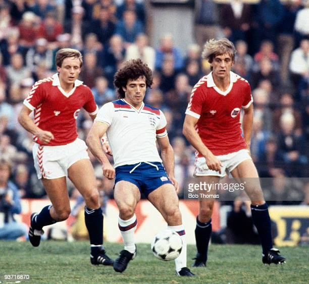 Kevin Keegan of England is watched by Svein Grondalen and Jan Einar Aas of Norway during the Norway v England World Cup Qualifier held in Oslo Norway...