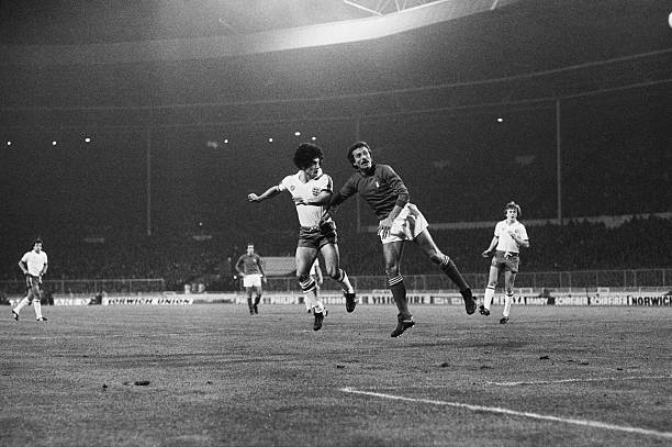 Kevin Keegan of England scores the first goal in a World Cup qualifying match against Italy at Wembley Stadium, London, 17th November 1977. England...