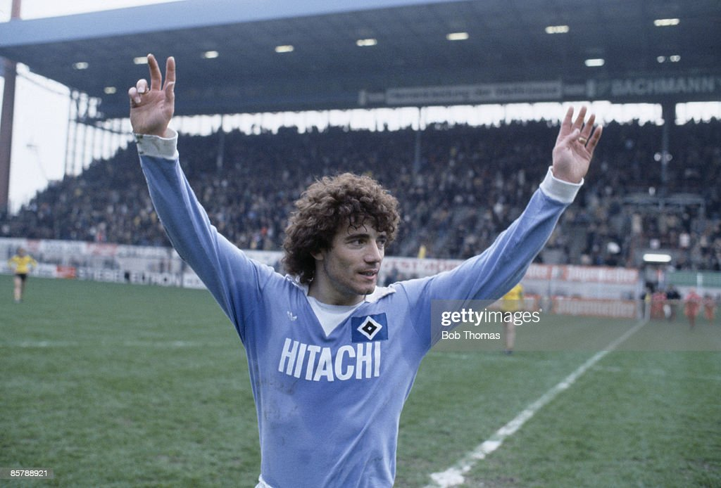 Kevin Keegan waves to the crowd before playing for SV Hamburg against Borussia Dortmund, 1978.