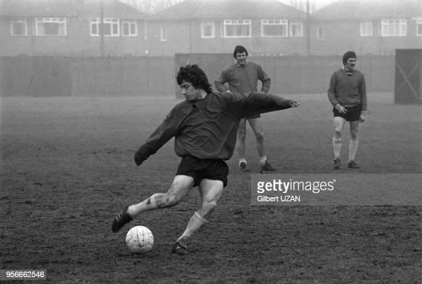 Kevin Keeganl'attaquant vedette de l'équipe de football de Liverpool lors d'un entrainement avant le 1/4 de finale contre l'équipe de StEtienne len...
