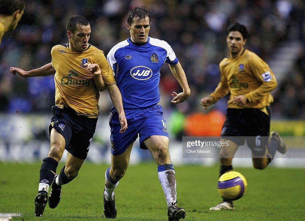 Wigan Athletic v Everton : News Photo
