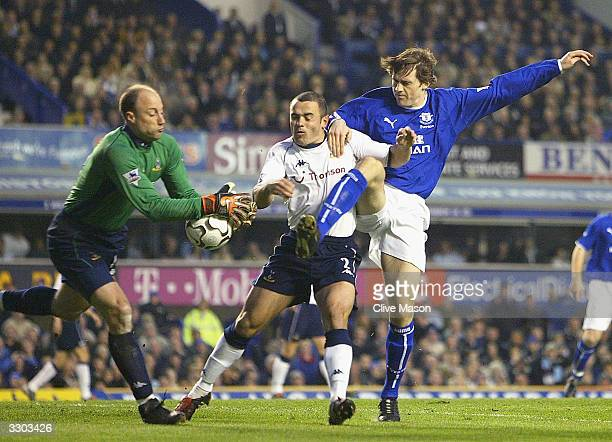 Kevin Killbane of Everton is foiled by Stephen Carr and Kasey Keller of Tottenham Hotspur during the FA Barclaycard Premiership match between Everton...