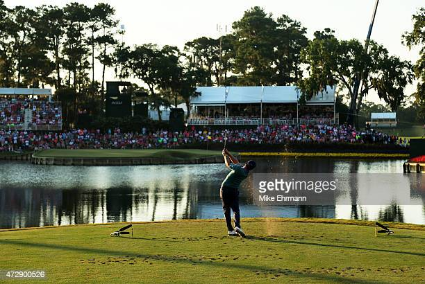 Kevin Kisner plays his shot from the 17th tee during a playoff in the final round of THE PLAYERS Championship at the TPC Sawgrass Stadium course on...