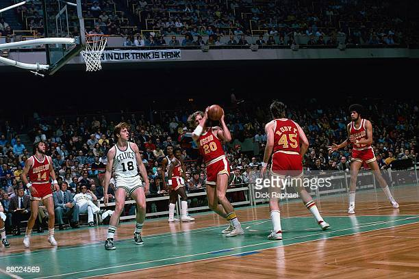 Kevin Kunnert of the Houston Rockets rebounds against Dave Cowens of the Boston Celtics during a game played in 1975 at the Boston Garden in Boston...