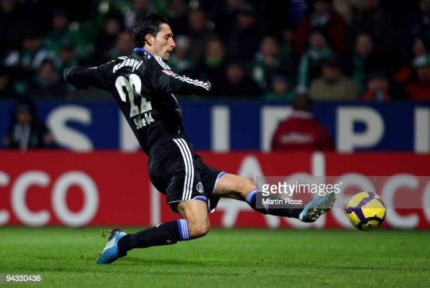 Kevin Kuranyi of Schalke scores his team's 1st goal during the Bundesliga match between Werder Bremen and FC Schalke 04 at the Weser stadium on...