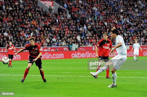 Kevin Kuranyi of Schalke scores his team's first goal during the Bundesliga match between Bayer 04 Leverkusen and FC Schalke 04 at BayArena on March...