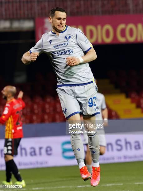 Kevin Lasagna of Hellas Verona celebrates 0-3 during the Italian Serie A match between Benevento Calcio v Hellas Verona at the Stadio Ciro Vigorito...