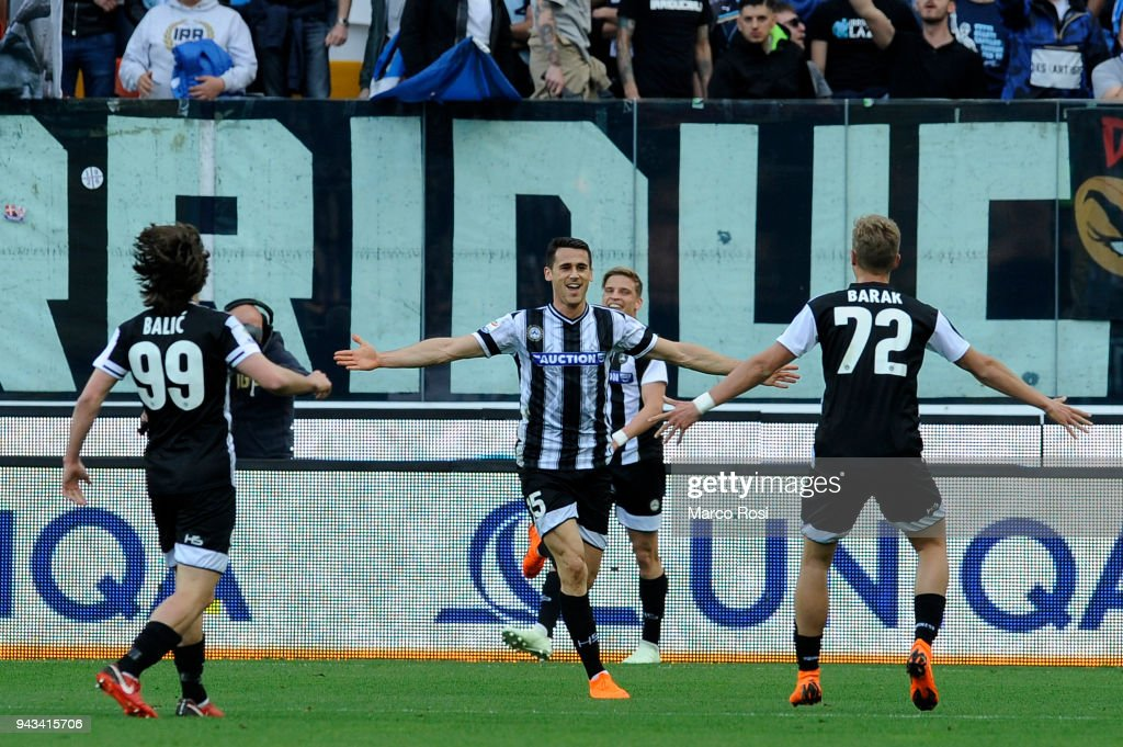 Kevin Lasagna of Udinese Calcio celebrates a opening goal with his team mates during the serie A match between Udinese Calcio and SS Lazio at Stadio Friuli on April 8, 2018 in Udine, Italy.