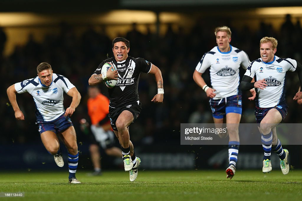 Kevin Locke (2R) of New Zealand breaks clear of the Scotland defence during the Rugby League World Cup Quarter Final match between New Zealand and Scotland at Headingley Carnegie Stadium on November 15, 2013 in Leeds, England.