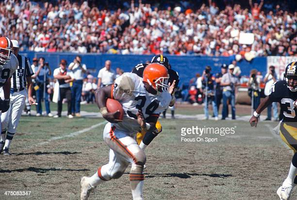 Kevin Mack of the Cleveland Browns carries the ball against the Pittsburgh Steelers during an NFL Football game September 20 1987 at Cleveland...