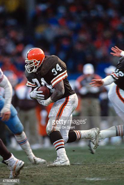Kevin Mack of the Cleveland Browns carries the ball against the Houston Oilers during an NFL Football game December 15 1991 at Cleveland Municipal...