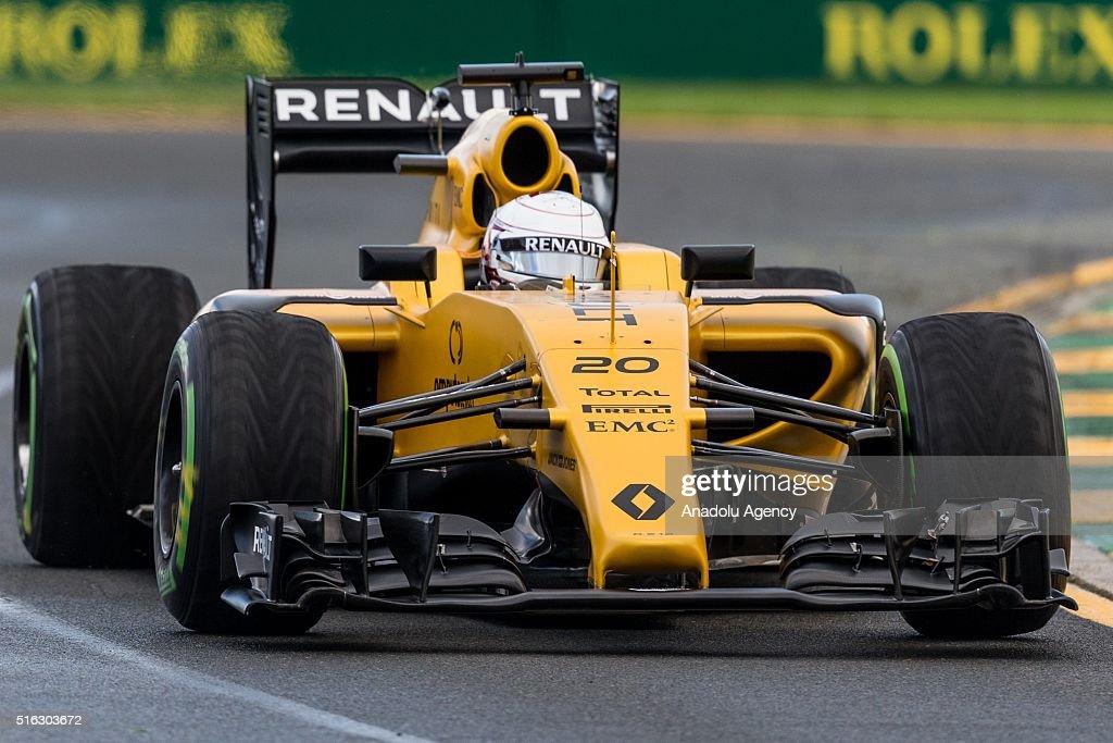 Second practice session of the 2016 Formula 1 Rolex Australian Grand Prix : News Photo