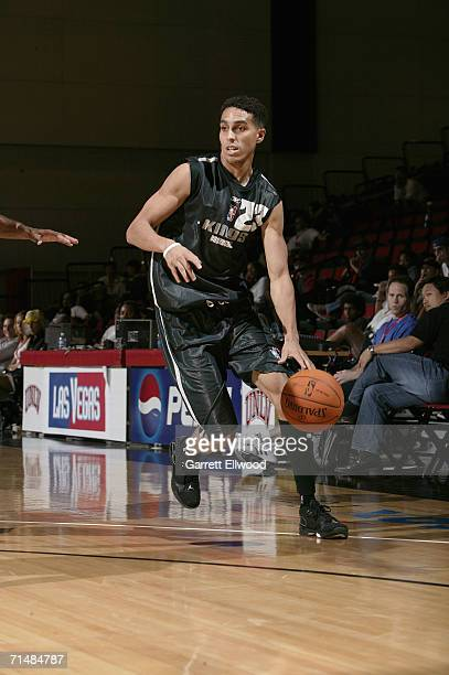 Kevin Martin of the Sacramento Kings drives to the basket during the game against the New York Knicks in the 2006 Toshiba Vegas Summer League on July...