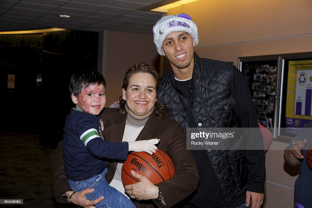 Sacramento Kings Visit Shriners Hospital for Children : News Photo