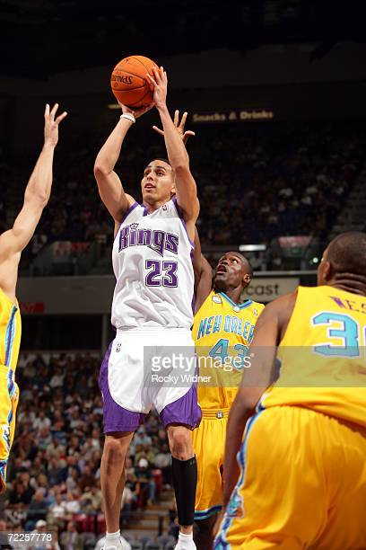 Kevin Martin of the Sacramento Kings shoots off balance in front of Linton Johnson II and David West of the New Orleans/Oklahoma City Hornets on...