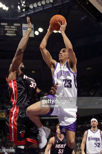Kevin Martin of the Sacramento Kings takes the ball to the basket against Alonzo Mourning of the Miami Heat on December 7 2006 at ARCO Arena in...