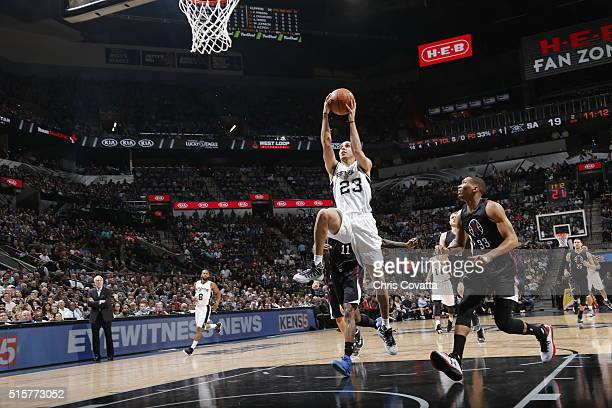 Kevin Martin of the San Antonio Spurs drives to the basket against the Los Angeles Clippers on March 15 2016 at the ATT Center in San Antonio Texas...