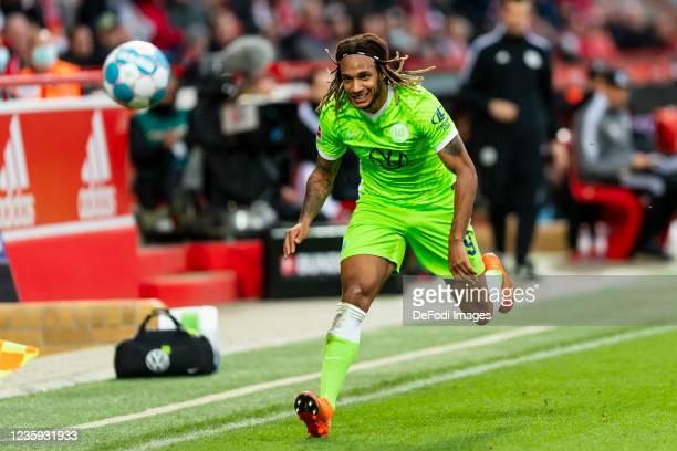 Kevin Mbabu of VfL Wolfsburg controls the ball during the Bundesliga match between 1. FC Union Berlin and VfL Wolfsburg at Stadion An der Alten...