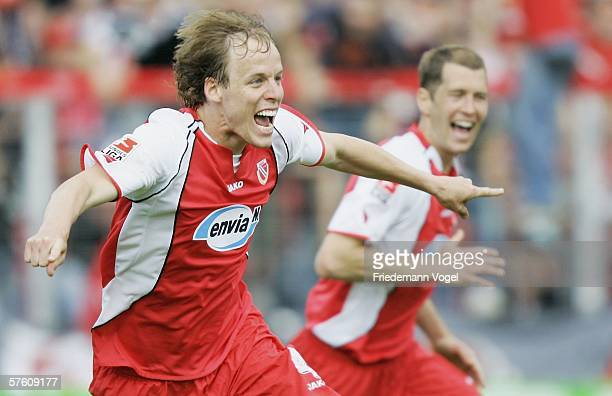 Kevin Mc Kenna of Cottbus celebrates scoring the third goal during the Second Bundesliga match between Energie Cottbus and 1860 Munich at the Stadion...