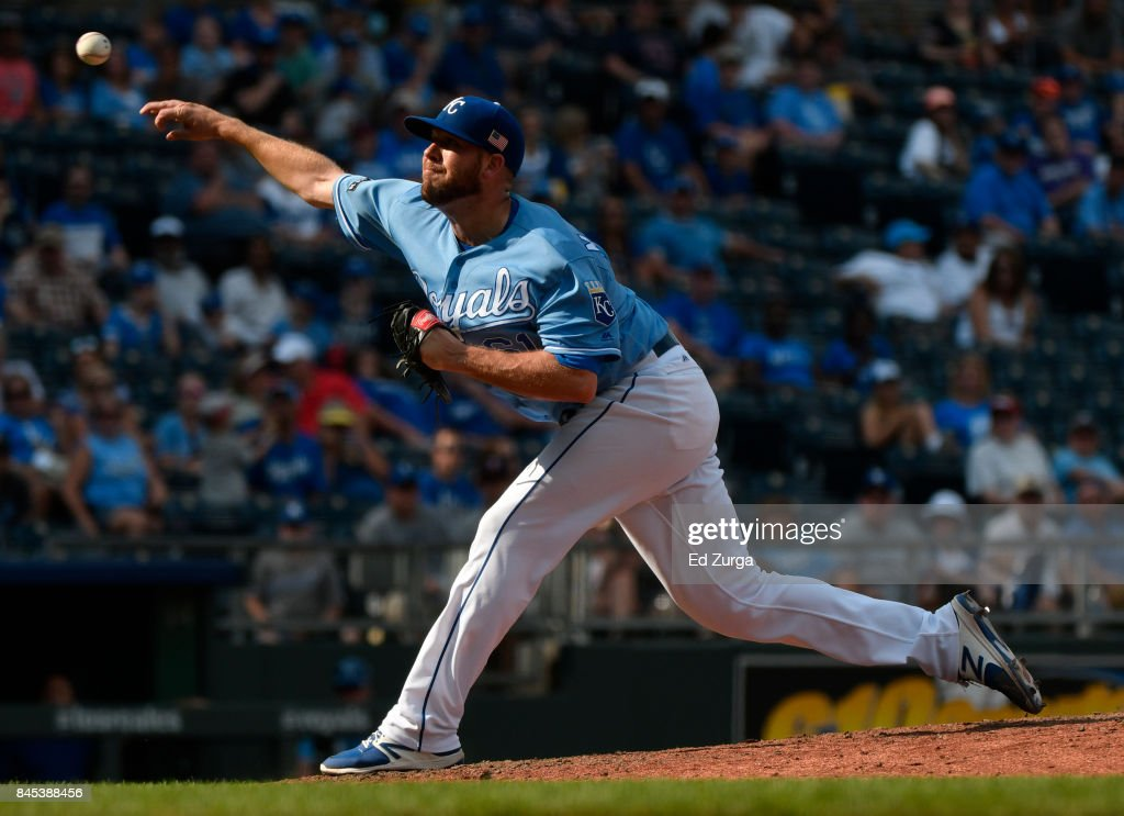 Kevin McCarthy #61 of the Kansas City Royals throws in the ninth inning against the Minnesota Twins at Kauffman Stadium on September 10, 2017 in Kansas City, Missouri.