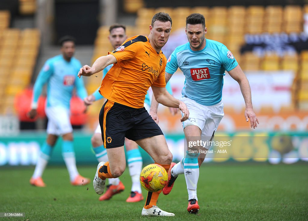 Kevin McDonald of Wolverhampton Wanderers and Jason Shackell of Derby Countyduring the Sky Bet Championship match between Wolverhampton Wanderers and Derby County at Molineux on February 27, 2016 in Wolverhampton, United Kingdom.
