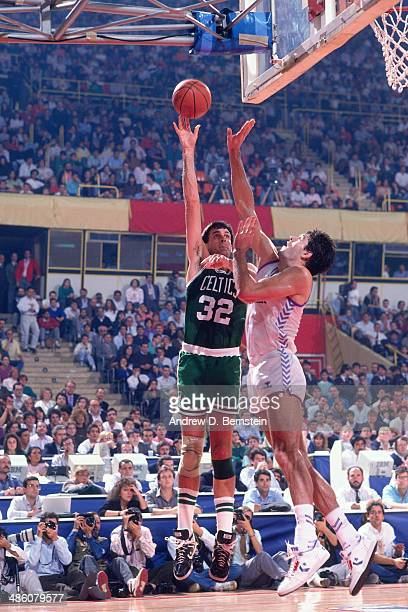 Kevin McHale of the Boston Celtics shoots against Yugoslavia during the 1988 McDonald's Championships on October 21 1988 at the Palacio de los...