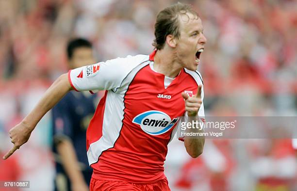 Kevin McKenna of Cottbus celebrates after the third goal during the Second Bundesliga match between Energie Cottbus and 1860 Munich at the Stadion...