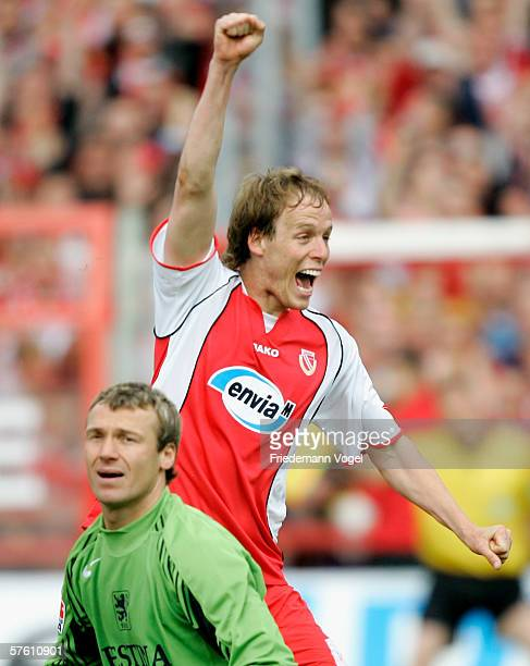 Kevin McKenna of Cottbus celebrates scoring the third goal as Michael Hofmann of 1860 looks dejected during the Second Bundesliga match between...