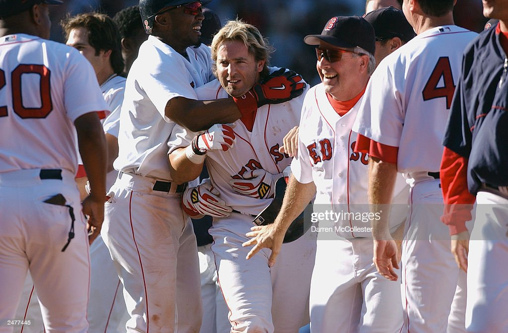 Red Sox first baseman Kevin Millar # 15 is congratulated : ニュース写真