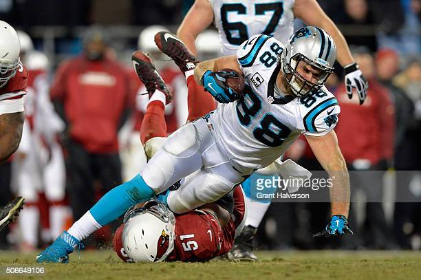 Kevin Minter of the Arizona Cardinals tackles Greg Olsen of the Carolina Panthers in the second half during the NFC Championship Game at Bank of...