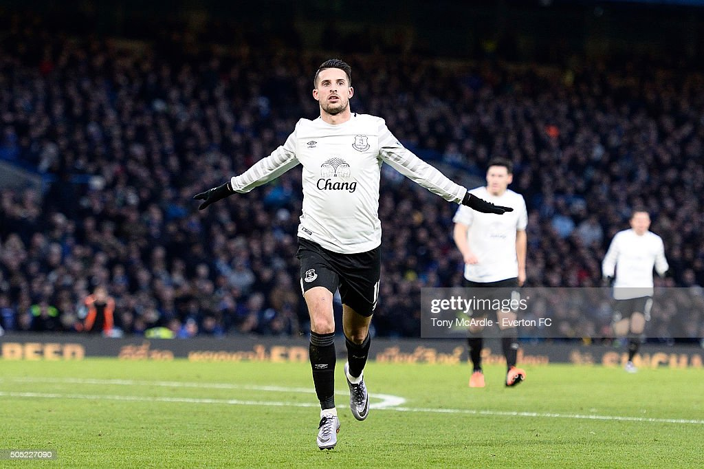 Kevin Mirallas celebrates his goal during the Barclays Premier League match between Chelsea and Eanderton at Stamford Bridge on January 16, 2016 in London, England.