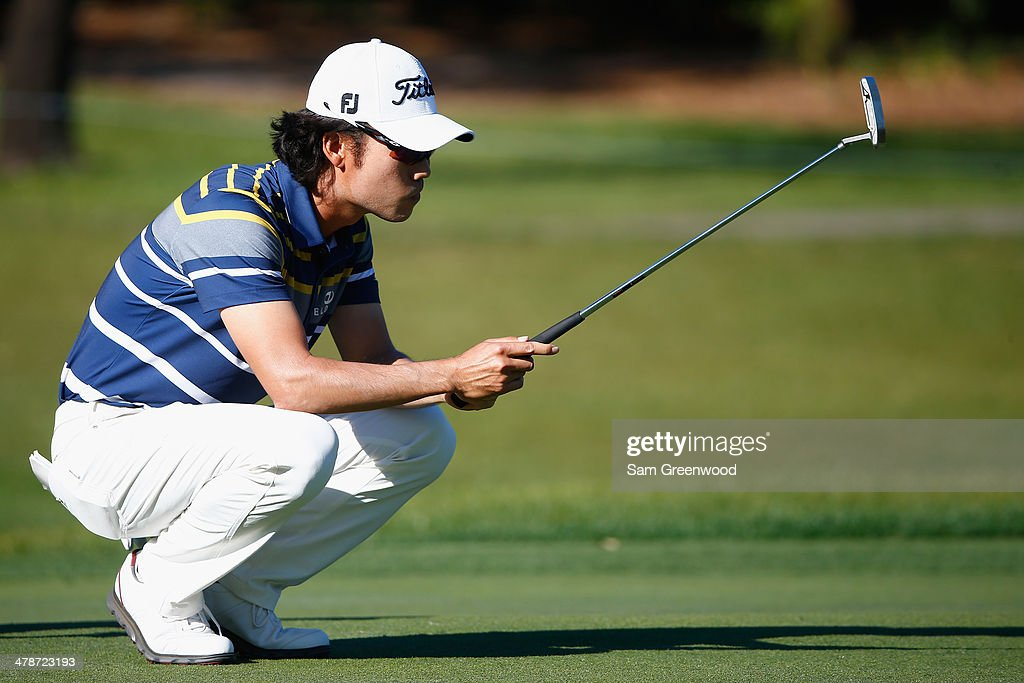 Kevin Na assesses a shot on the 7th green during the second round of the Valspar Championship at Innisbrook Resort and Golf Club on March 14, 2014 in Palm Harbor, Florida.
