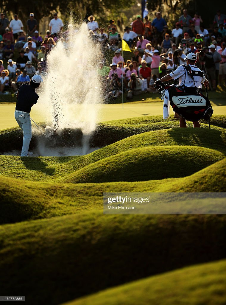 Kevin Na plays a shot from a bunker on the 18th hole during round three of THE PLAYERS Championship at the TPC Sawgrass Stadium course on May 9, 2015 in Ponte Vedra Beach, Florida.