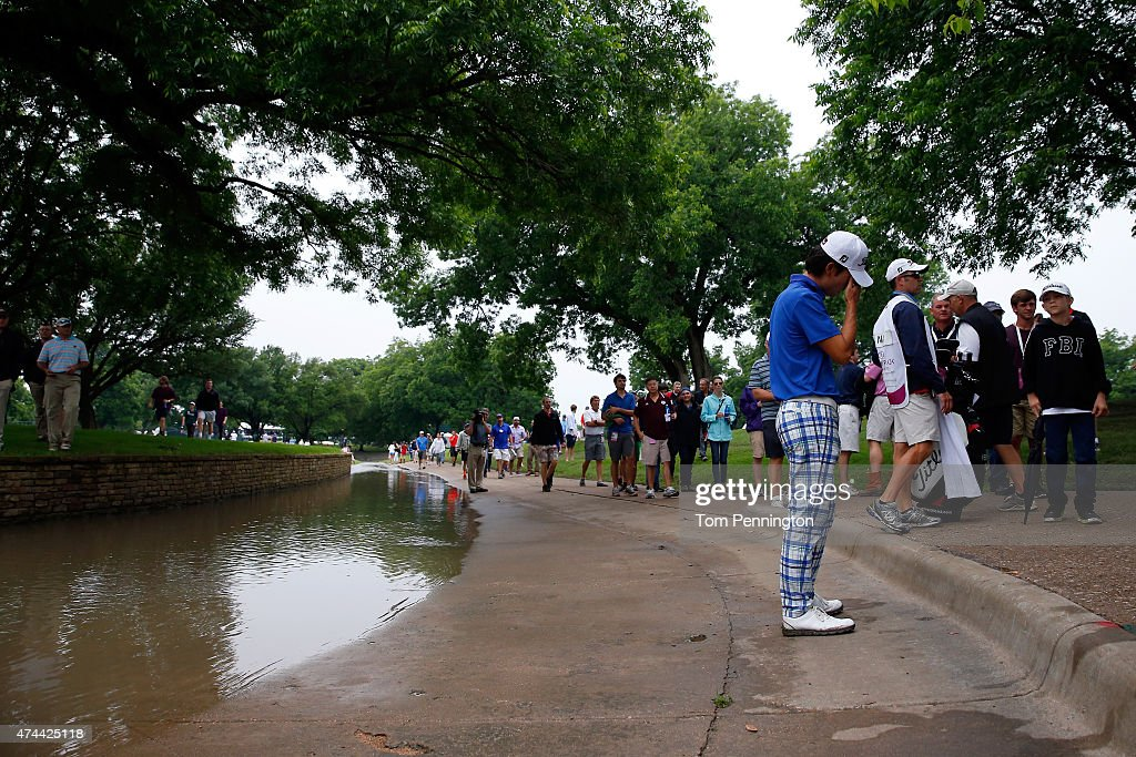 Kevin Na reacts to his shot on 18th green during the second round of the Crowne Plaza Invitational at the Colonial Country Club on May 22, 2015 in Fort Worth, Texas.