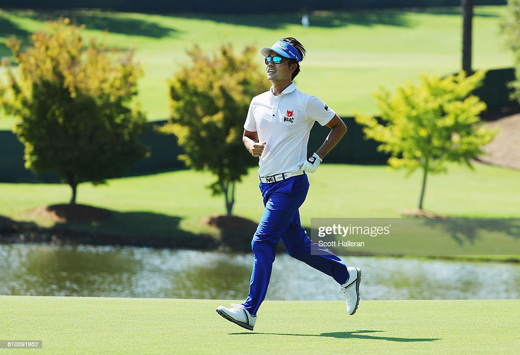 Kevin Na runs on the 18th hole during the final round of the TOUR Championship at East Lake Golf Club on September 25, 2016 in Atlanta, Georgia.