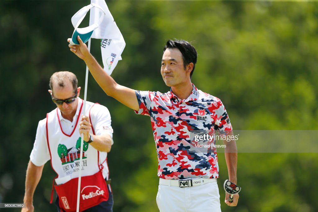 Kevin Na waves to the crowd after a birdie putt on on the 18th green tying the course record with a 61 during the final round of the Fort Worth Invitational at Colonial Country Club on May 27, 2018 in Fort Worth, Texas.