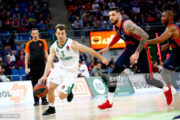 Kevin Pangos #3 of Zalgiris Kaunas in action during the 2017/2018 Turkish Airlines EuroLeague Regular Season Round 26 game between Baskonia Vitoria...
