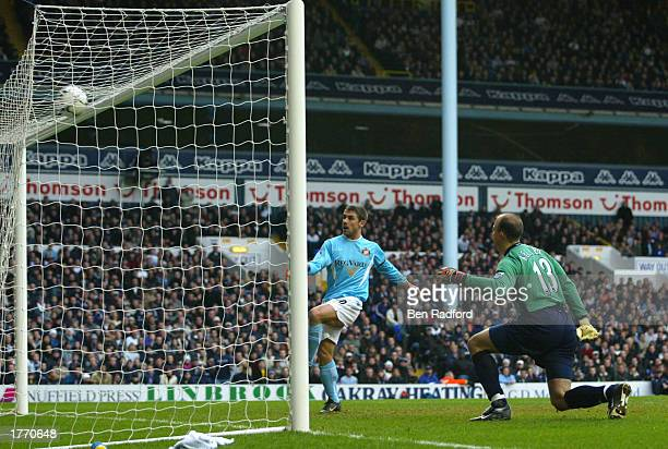 Kevin Phillips of Sunderland of scores an equalising goal during the FA Barclaycard Premiership match between Tottenham Hotpsur and Sunderland at...