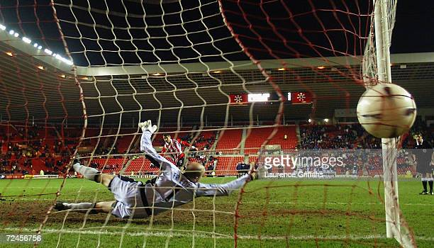 Kevin Phillips of Sunderland takes his penalty kick and scores past Brad Friedel of Blackburn Rovers during the FA Cup fourth round replay match held...