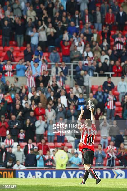 Kevin Phillips of Sunderland waves goodbye to the Sunderland faithfull during the FA Barclaycard Premiership match between Sunderland and Arsenal on...