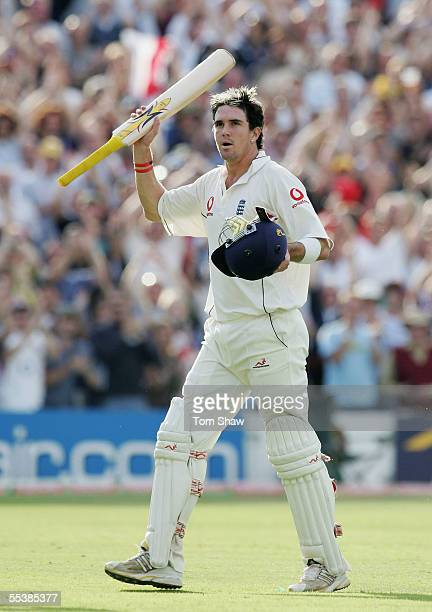 Kevin Pietersen of England acknowledges the crowd as he walks off during day five of the Fifth npower Ashes Test match between England and Australia...