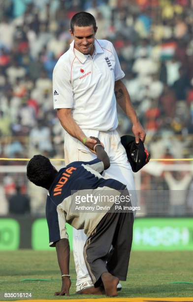 Kevin Pietersen shakes hands with a disabled Indian fan during the first test match between India and England