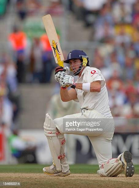 Kevin Pietersen sweeps Shane Warne, England v Australia, 5th Test, The Oval, Sep 05.