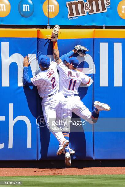 Kevin Pillar of the New York Mets makes a leaping catch off th ebat of Trey Mancini of the Baltimore Orioles in th efirst inning at Citi Field on May...