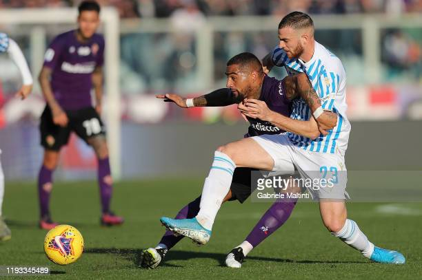 Kevin Prince Boateng of ACF Fiorentina battles for the ball with Francesco Vicari of Spal during the Serie A match between ACF Fiorentina and SPAL at...
