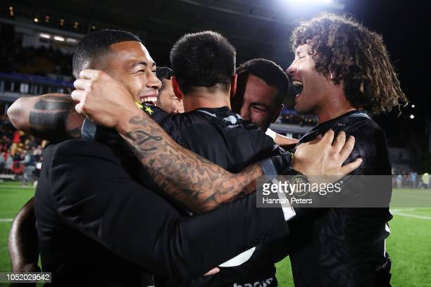 Kevin Proctor and Shaun Johnson of the Kiwis celebrate with the team after winning the international Rugby League Test Match between the New Zealand...