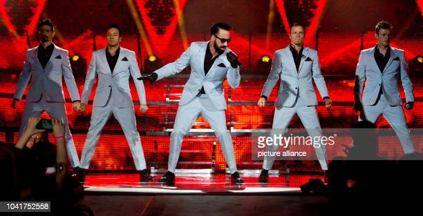 Kevin Richardson Howie Dorough Alexander James McLean Brian Littrell und Nick Carter of the US band Backstreet Boys perform a concert on the stage of...