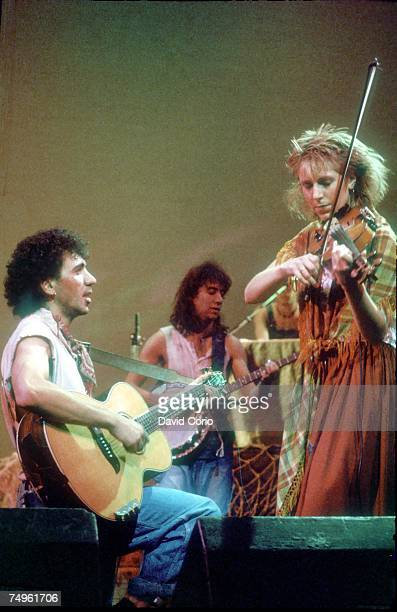 Kevin Rowland and Helen O'Hara of Dexys Midnight Runners perform live on stage at The Venue London in 1982