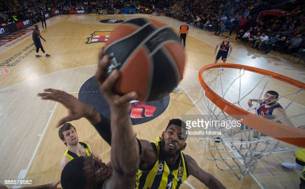 Kevin Seraphine #1 of FC Barcelona Lassa competes with Jason Thompson #1 of Fenerbahce Dogus Istanbul during the 2017/2018 Turkish Airlines...
